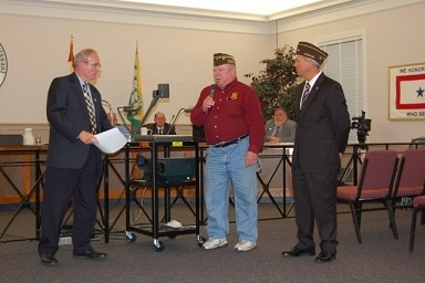 Post 3944 Receives Certificate from Mayor Schneider